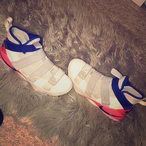 Nike LeBron Soldier Men's Sneaker